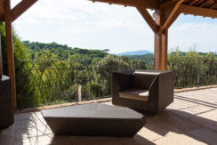 12-terrasse_chillout_villacontemporaine_architecte_maisonprovence_saintmaximin_tourves_jardin_vueimprenable_jeuxdenfants_lavande_saintebaume