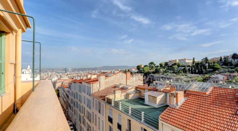 facade_marseille_endoume_13007_vueimprenable_notredame_labonnemere_appartement_13007_balcon2