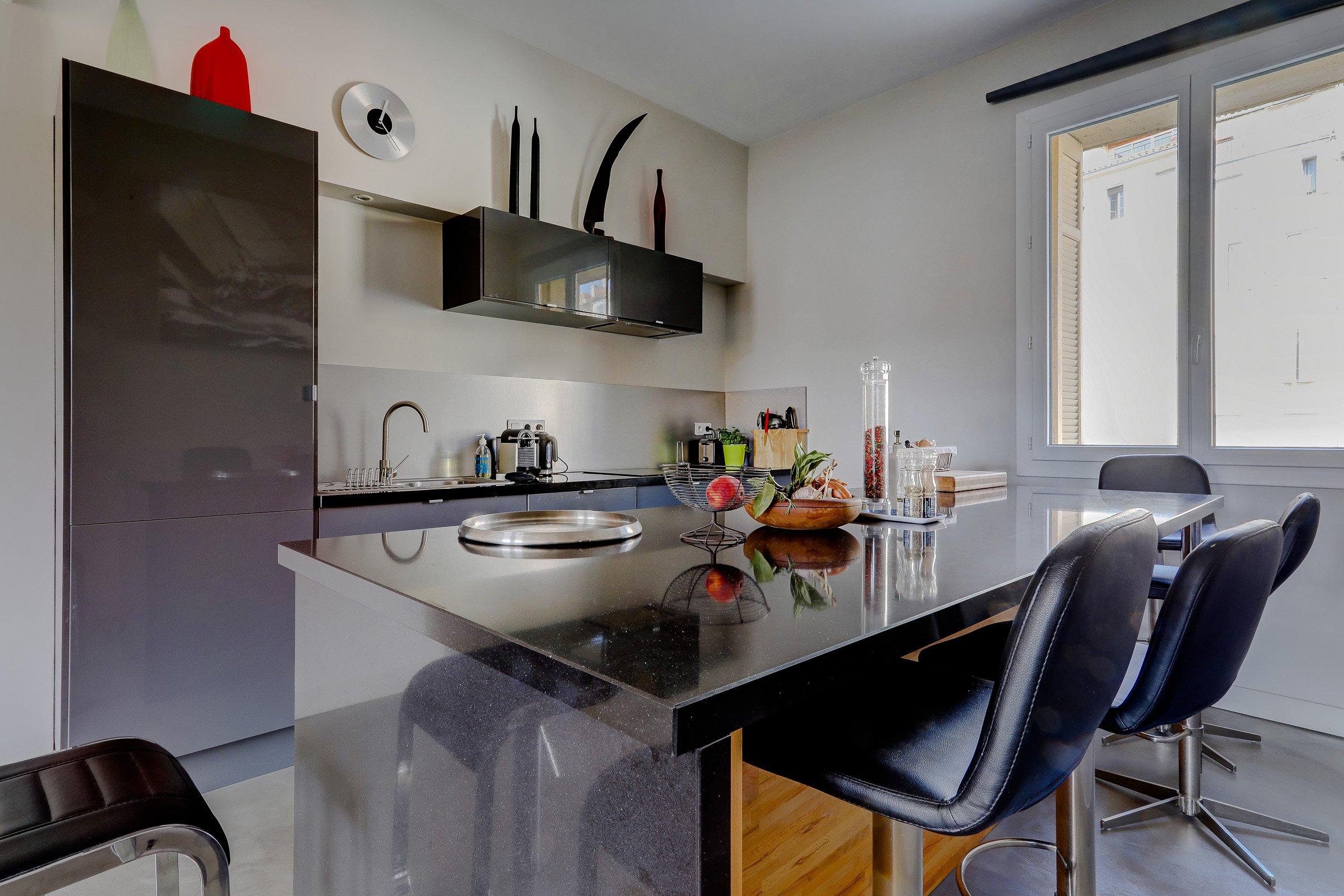 cuisineamericaine2_terrassetoit_panier_vueimprenable_vieuxport_marseille_notredame_castel_pouillon