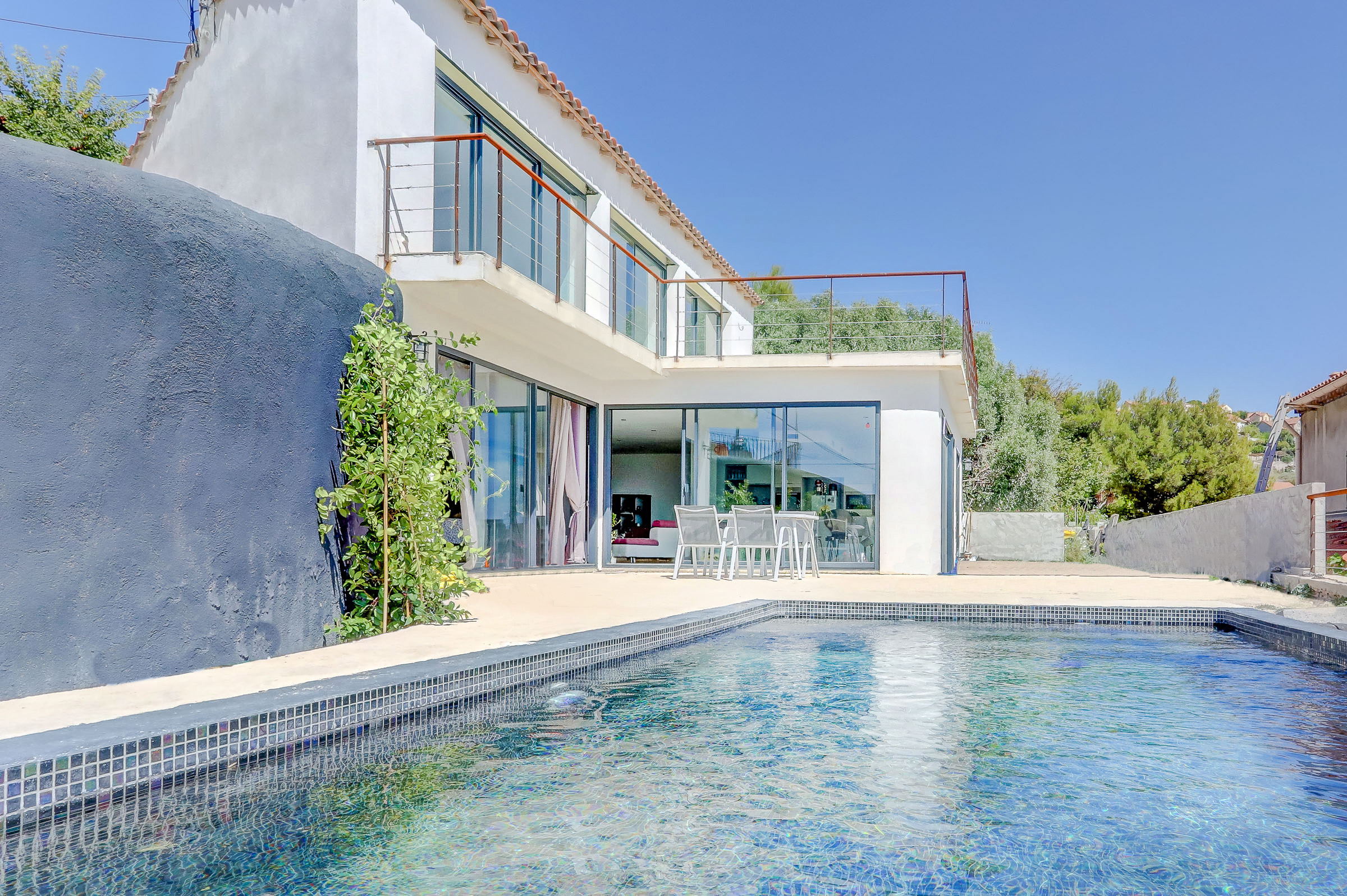ma-terrasse-a-marseille-maison-piscine-vue-mer-13006-6