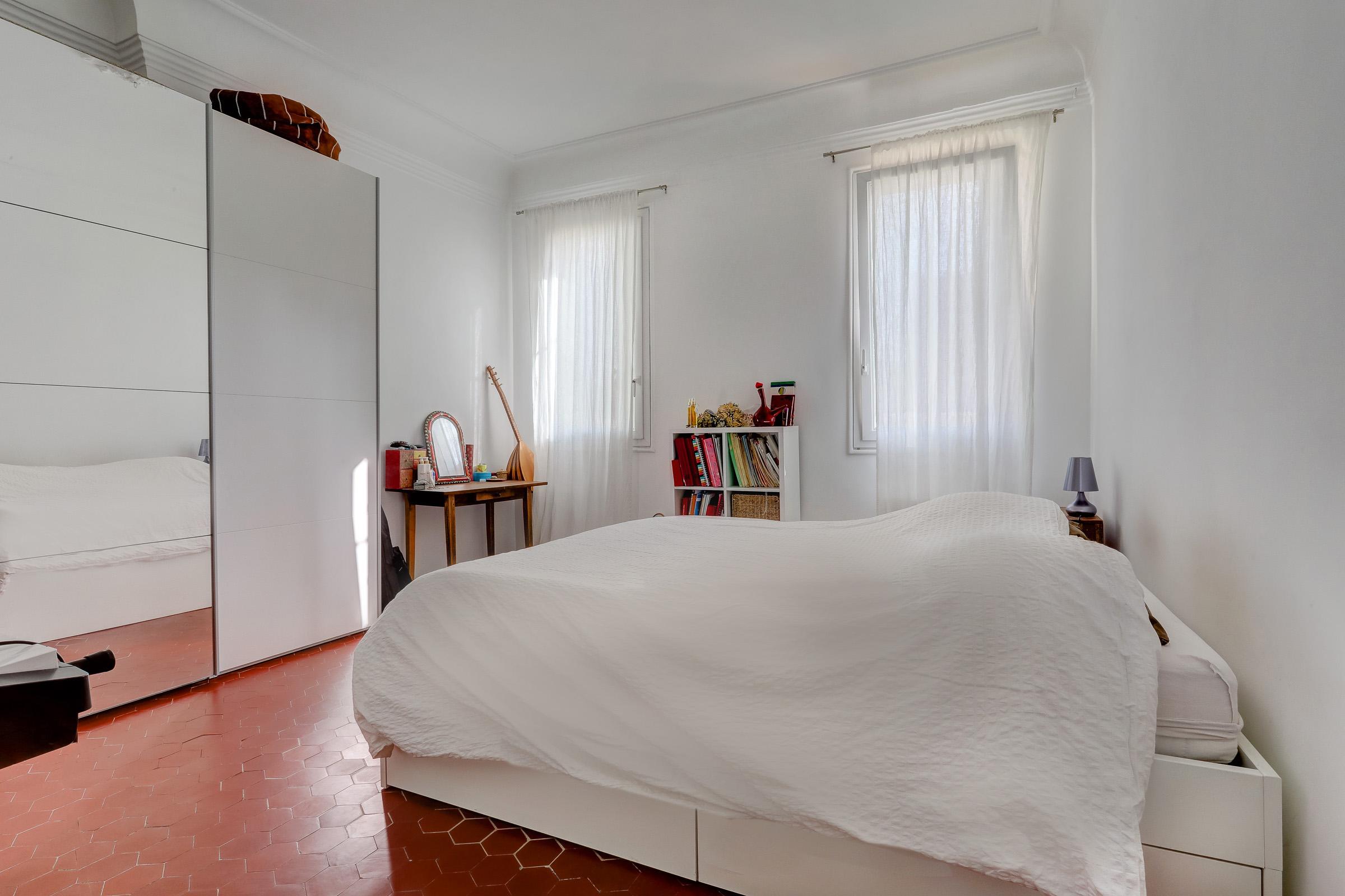 facade_marseille_endoume_13007_vueimprenable_notredame_labonnemere_appartement_13007_chambre