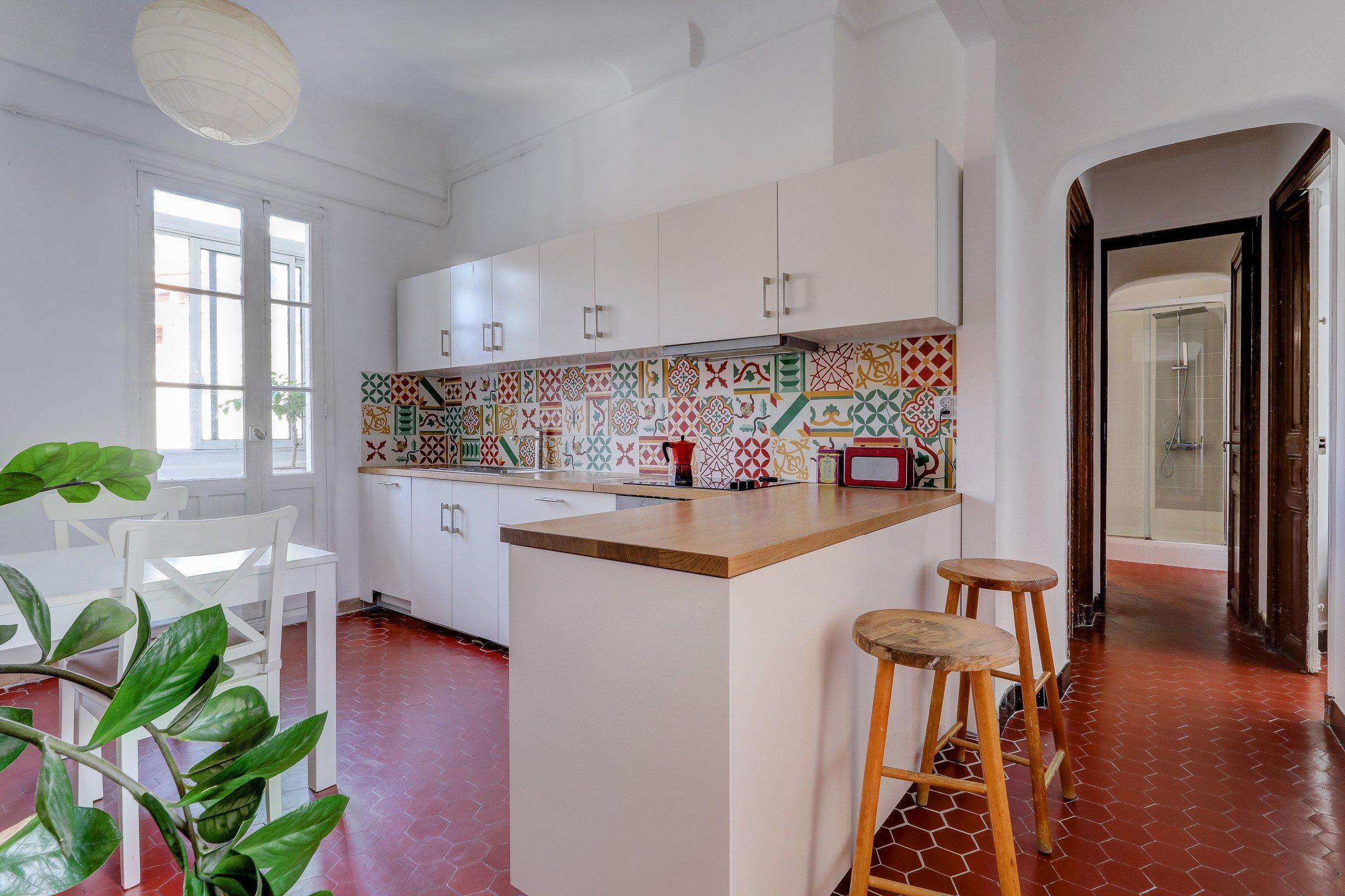 facade_marseille_endoume_13007_vueimprenable_notredame_labonnemere_appartement_13007_cuisine2