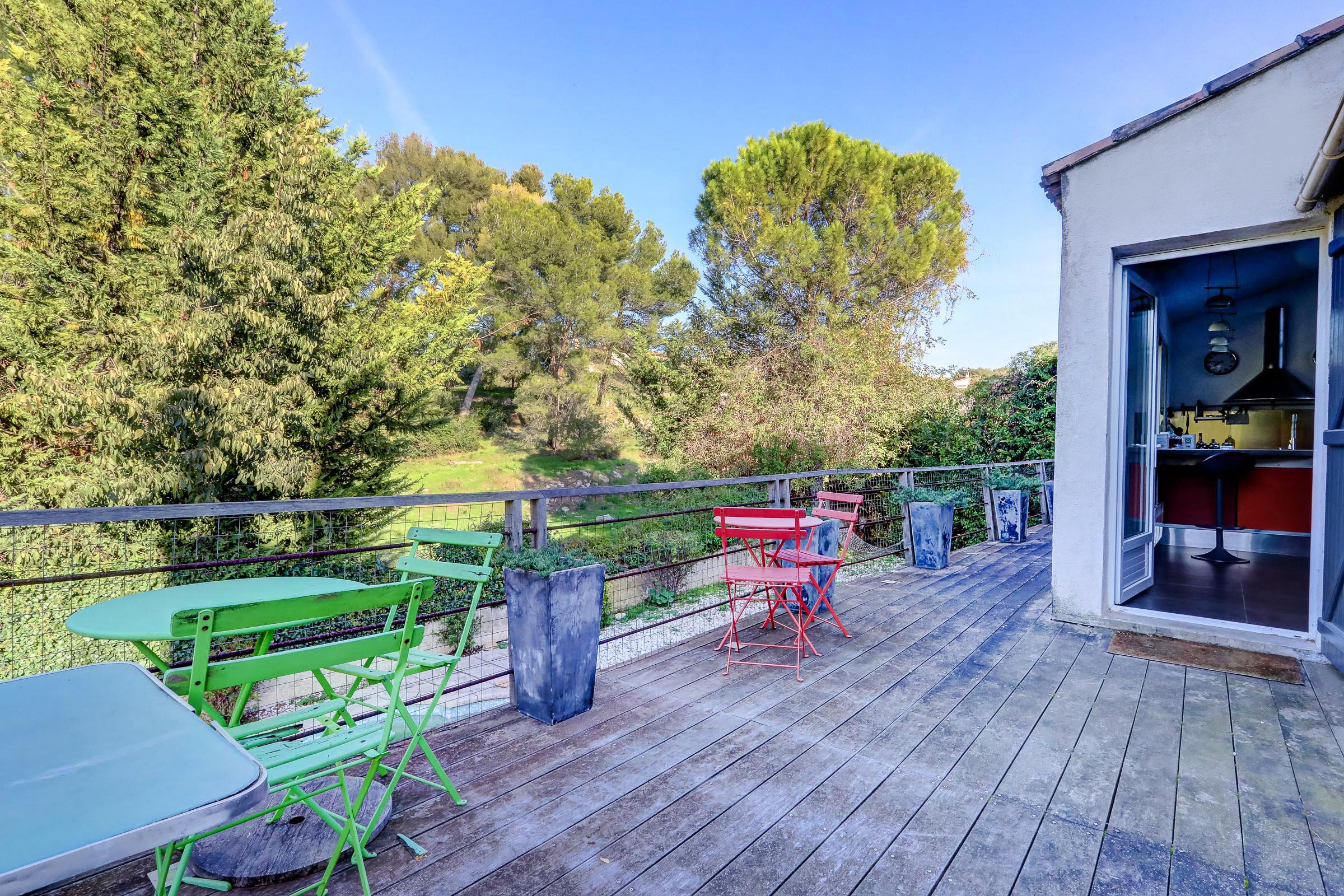 marseille_13012_saint julien_maisonindividuelle_terrasse_jardin_piscine_pleinsud_contemporaine_verriere_immenseterrasse_vuedegagee_sansvisavis