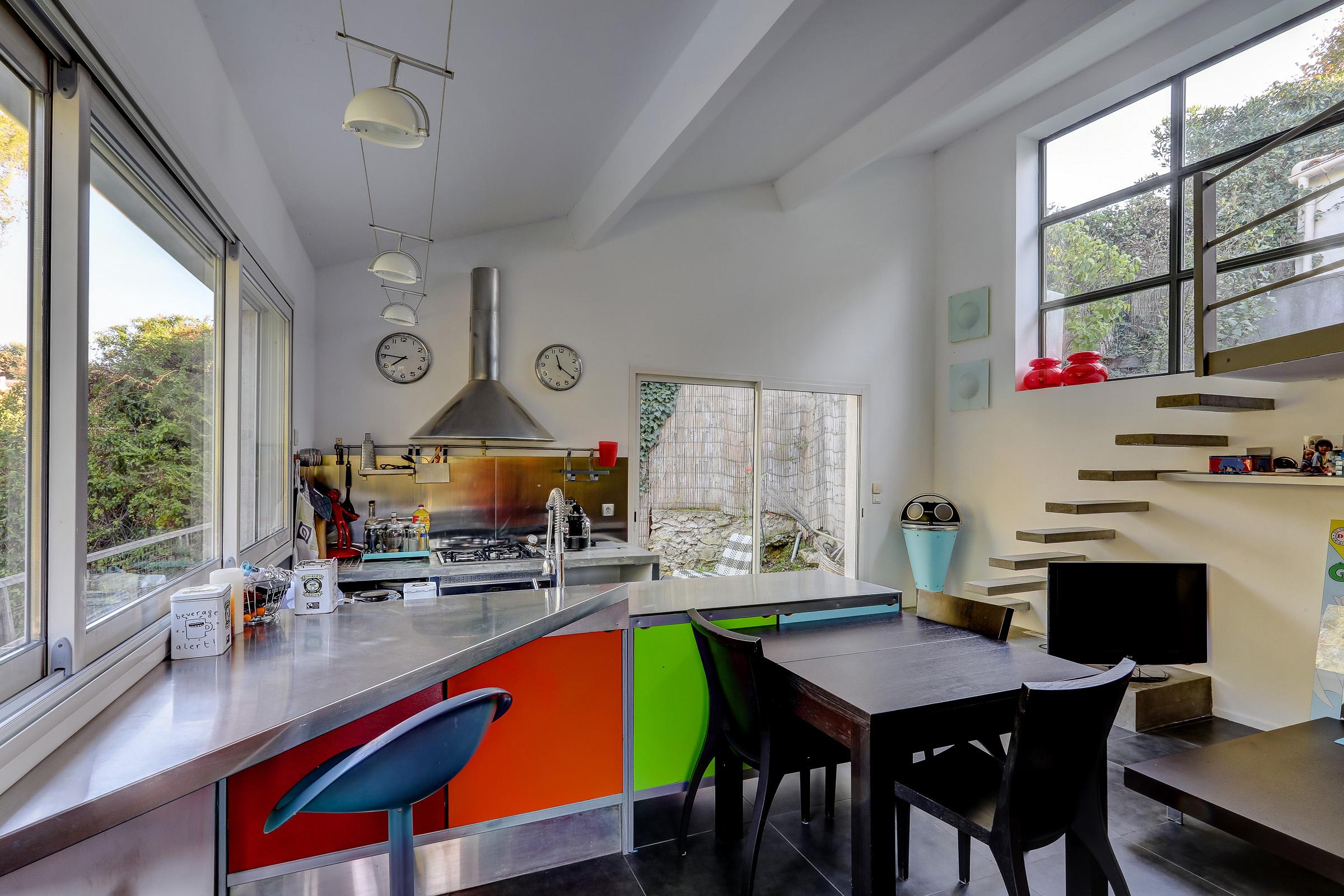 marseille_13012_saint julien_maisonindividuelle_terrasse_jardin_piscine_pleinsud_contemporaine_verriere_immenseterrasse_vuedegagee_studio_cuisine